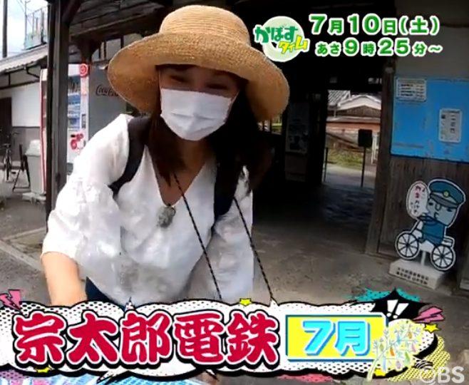 麦わら帽子のOBS飯倉アナ